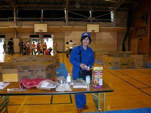 8月29日の総合防災訓練は神代中学校を使い、初めて避難所の開設訓練が行われ、ダンボールのパーテーションも設置されました