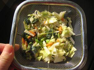 野菜のくずは細かく切って